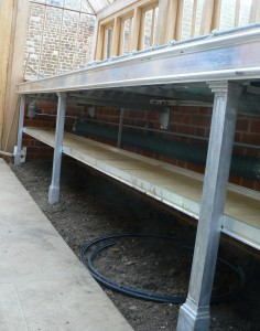 Benching in construction with lower shelf